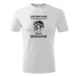 """Koszulka męska z nadrukiem: """"WSZYSCY RODZIMY SIĘ RÓWNI ALE TYLKO NIEKTÓRZY POSZLI KROK DALEJ I ZOSTALI MOTOCYKLISTAMI"""""""